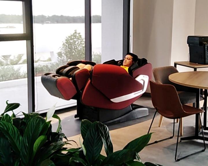 Ghế massage giảm căng thẳng, mệt mỏi